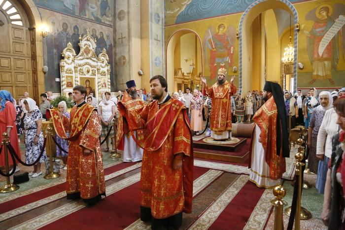 Божественная литургия в Вознесенском кафедральном соборе Кузнецка, в четверг седмицы 7-й по Пятидесятнице