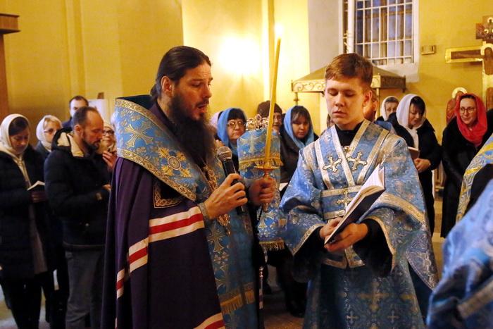 Акафист Божией Матери пред Казанской Ее иконой в Вознесенском кафедральном соборе Кузнецка