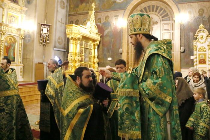 Всенощное бдение в Вознесенском кафедральном соборе Кузнецка в канун дня памяти преподобного Серафима Саровского