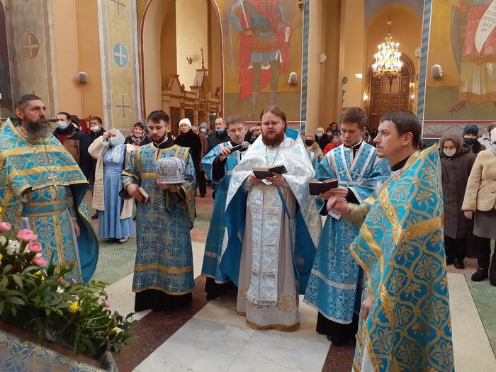 Богослужение в праздник Введения во храм Пресвятой Богородицы